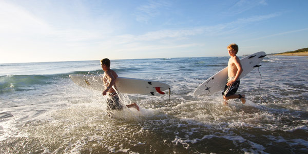 Surfers-at-Kawana-Photography